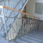 repase starého schodišťového zábradlí